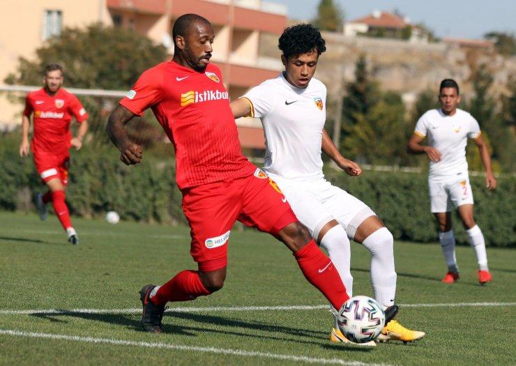 Kayserispor, U19 takımı ile hazırlık maçı yaptı