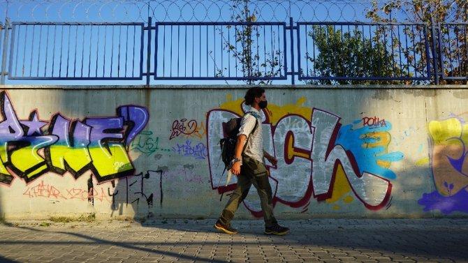 Çılgın gurbetçi Almanya'dan yürüyerek geldi