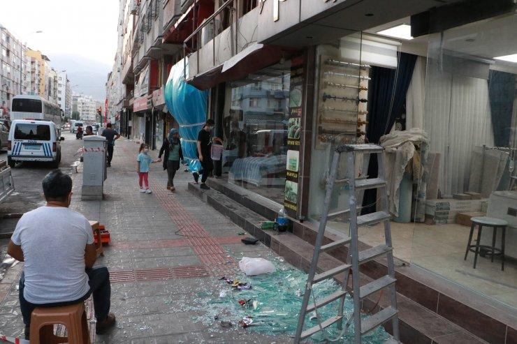 İskenderun'da patlamanın yaşandığı caddede teröre 'Türk bayraklı' tepki