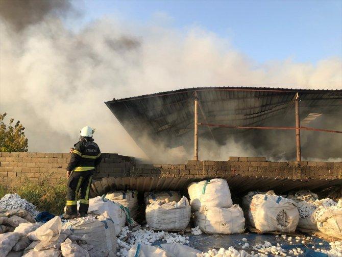Kahramanmaraş'ta fabrikada çıkan yangına müdahale ediliyor