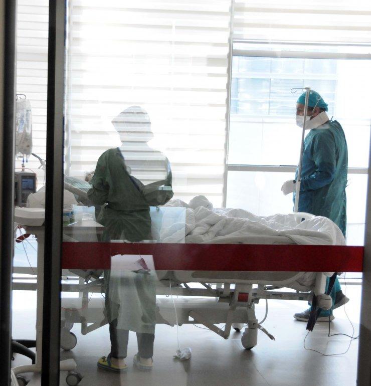 Koronavirüs hastası babasını kurtaramadı