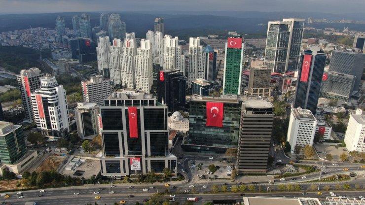 Gökdelenler Türk bayraklarıyla donandı