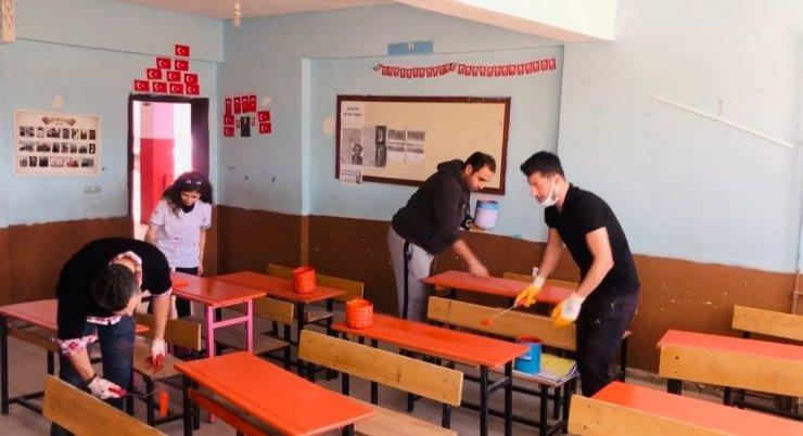Fedakar öğretmenler, okulu eğitime hazır hale getirdi