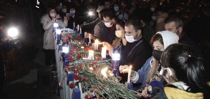 Yıkılan Rıza Bey Apartmanı önünde yürek burkan görüntüler