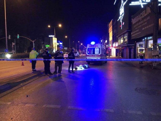 Otomobilin çarptığı kişi yaşamını yitirdi