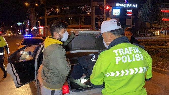 Kısıtlamada 5 kafadar sokağa çıktı, 20 bin TL ceza yedi