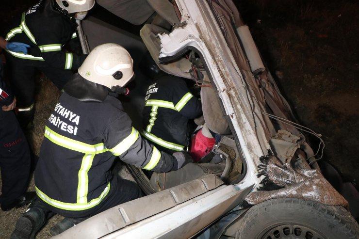 Sulama kanalına düşen otomobildeki 3 kişi yaralandı