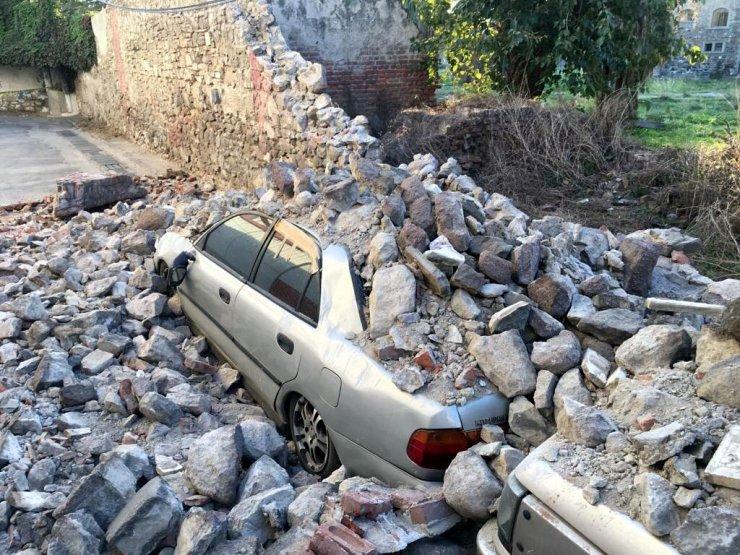 Depremin kalıntıları Konak'ta kaldı