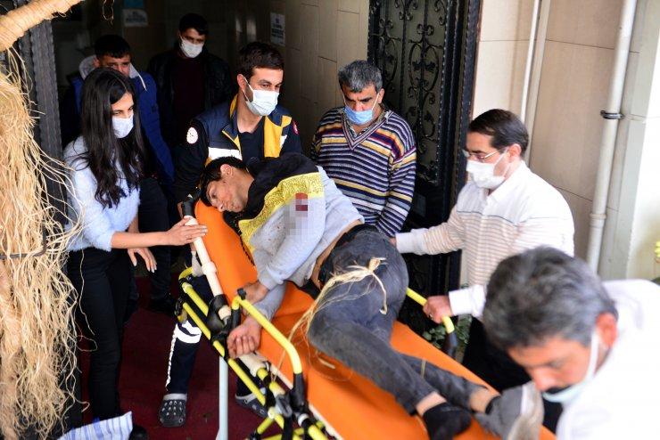 İki kardeş kavgada yaralandı, ilk müdahaleyi bölgeden geçen sağlıkçılar yaptı