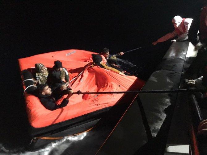 Muğla açıklarında 9 düzensiz göçmen kurtarıldı