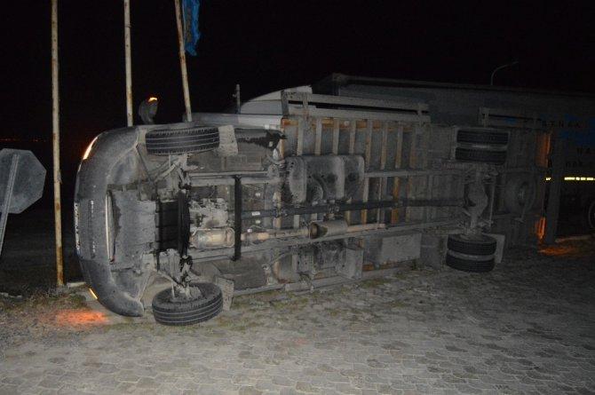 Konya yolunda aşırı rüzgardan 6 araç devrildi! 6 yaralı