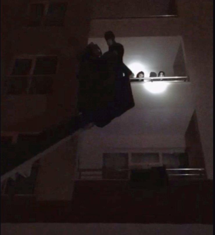Tecavüz edilip, fuhuş yaptırılan Özbek kadınlar, itfaiye merdiveniyle kurtarıldı