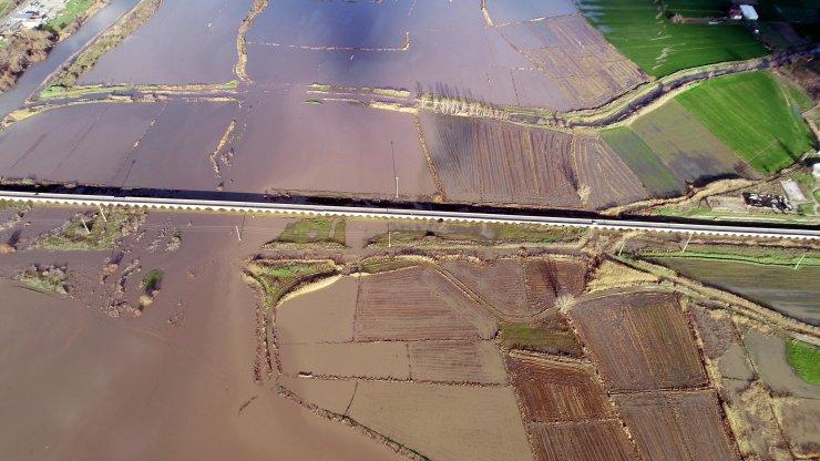 Kirli akan Ergene Nehri taştı, tarım arazileri su altında kaldı