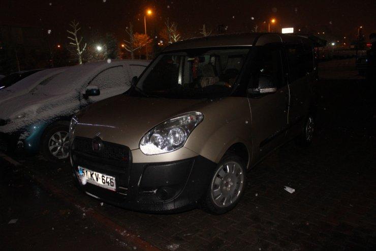 Polisin 'dur' ihtarına uymayan araçtaki 4 kişiden 2'si yakalandı