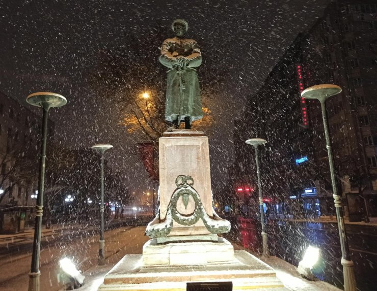 Başkent'te gece boyu yoğun kar yağışı yaşandı