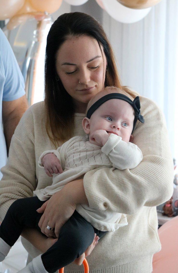 Sağlık Bakanlığı'nın sahip çıktığı Alicia bebek, 1 yaşına girdi