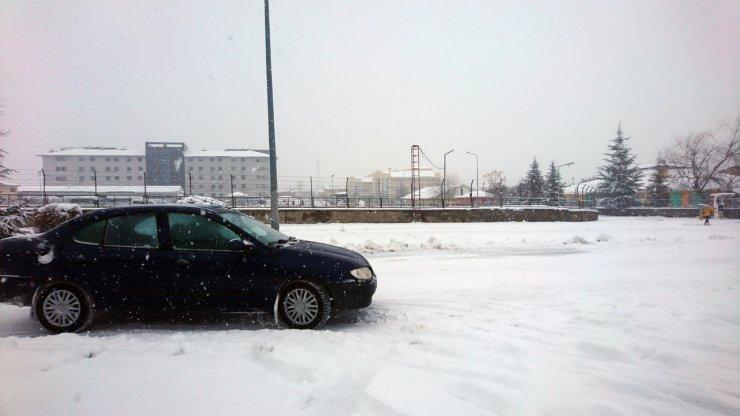 Bingöl'de, kardan 3 kentle ulaşımın kesildiği yollar açıldı
