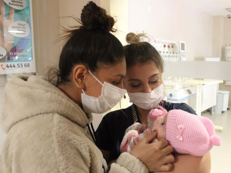 Mucize bebeğini kucakladı