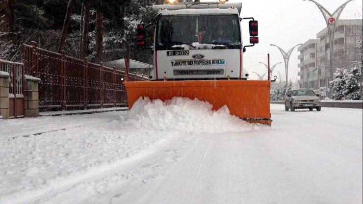 Van'da 403 yerleşim yerinin yolu kardan kapandı