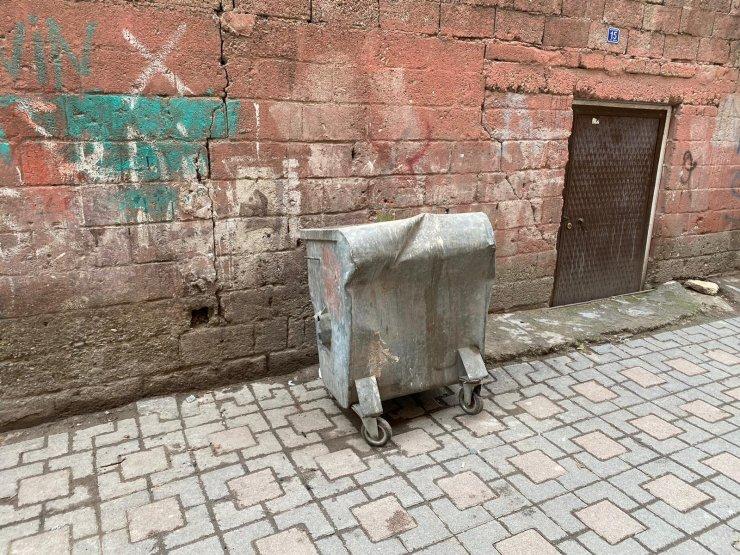 Diyarbakır'da, çöp konteynerinde yeni doğmuş kız bebek ölü bulundu