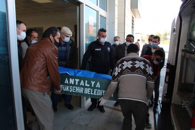 Antalya'da otomobil ve traktör çarpıştı