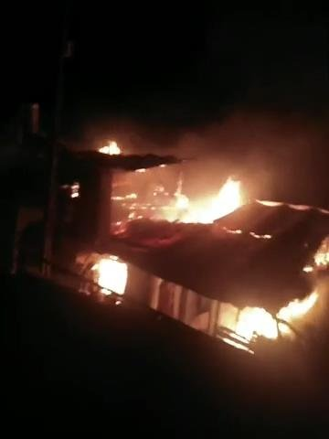 Gece vakti üç ev alev alev yandı!