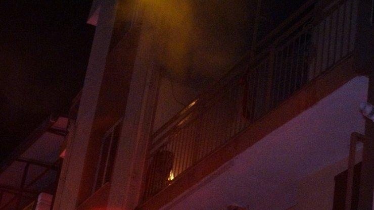 Ev yangını: 1 ölü, 1 yaralı