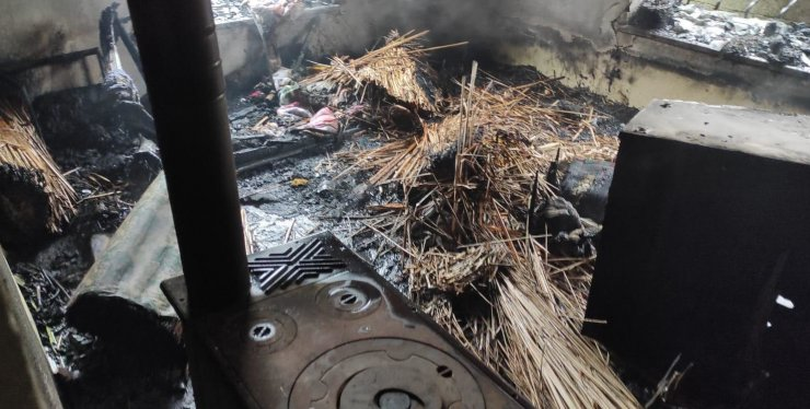 Konya'da tek katlı ev alev alev yandı