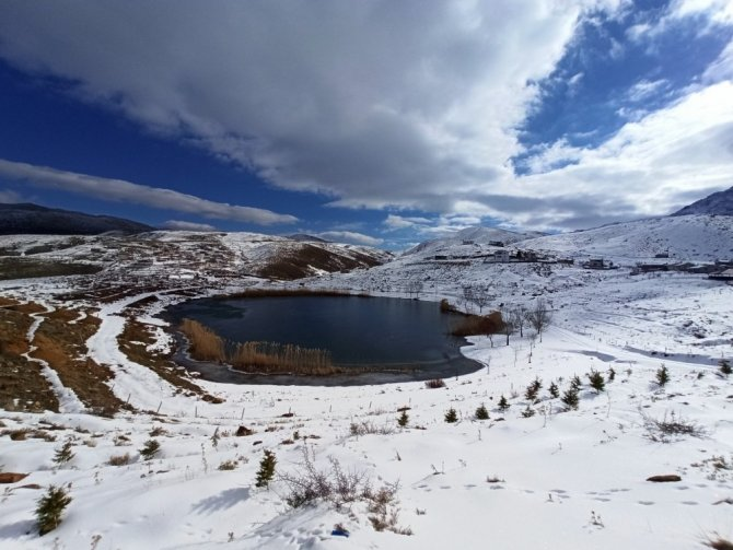 Torosların incisi Dipsiz Göl'de kış güzelliği