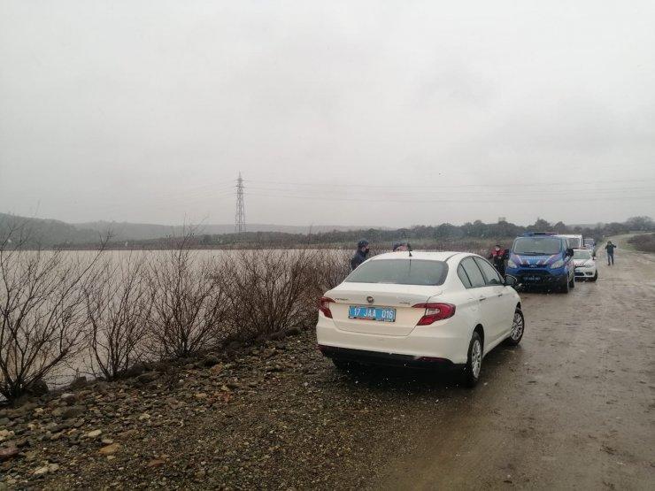 Aracıyla baraj suyuna kapıldığını ihbar eden kadın aranıyor
