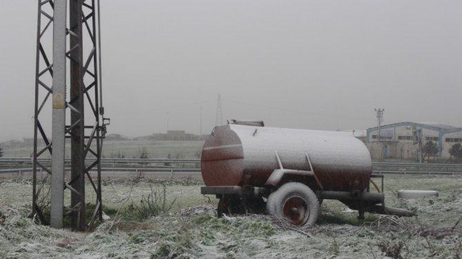 Balıkesir ve ilçelerinde kar yağışı başladı