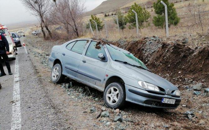 Konya'da takla atan otomobilde aynı aileden 2'si çocuk 4 kişi yaralandı