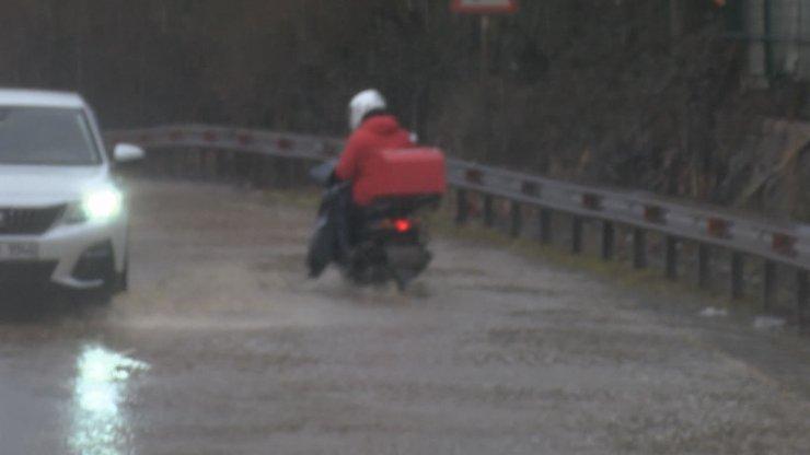 Maltepe'de göle dönen yollarda sürücülerin zor anları