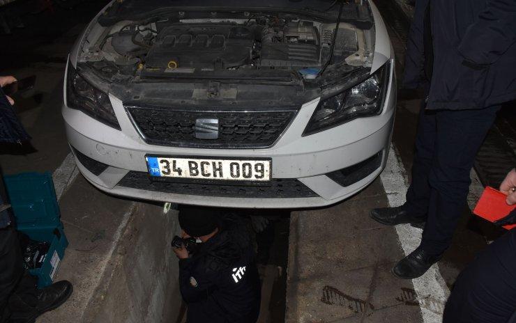Otomobilin motoruna giren kediyi itfaiye ekipleri kurtardı