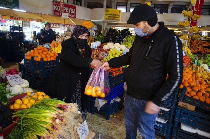 """Nazife nine eşine özlemle pazar tezgahında """"vasiyet"""" nöbeti tutuyor"""
