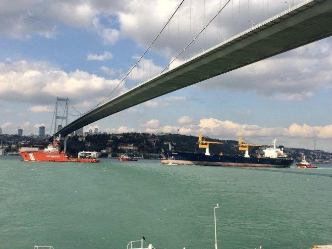 Riva'da karaya oturan gemi Ahırkapı'ya çekildi