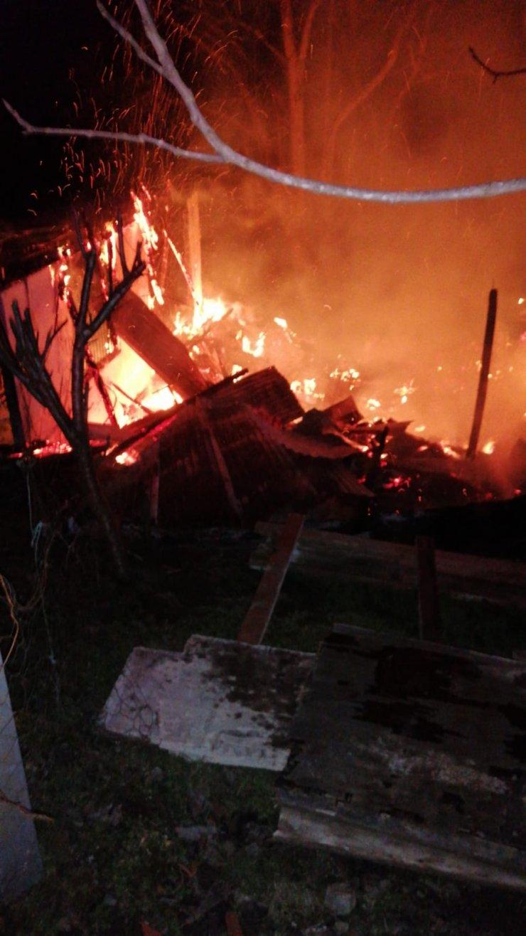 Ordu'da 2 katlı evde yangın