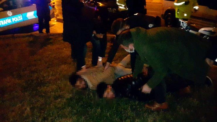 Havaya ateş açıp polisten kaçan 2 şüpheli, kovalamaca sonucu yakalandı