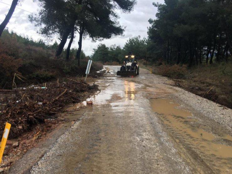 Manisa'da şiddetli yağış etkili oldu