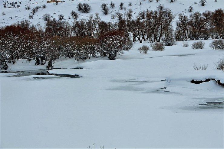 Bingöl'de Peri Çayı buz tuttu