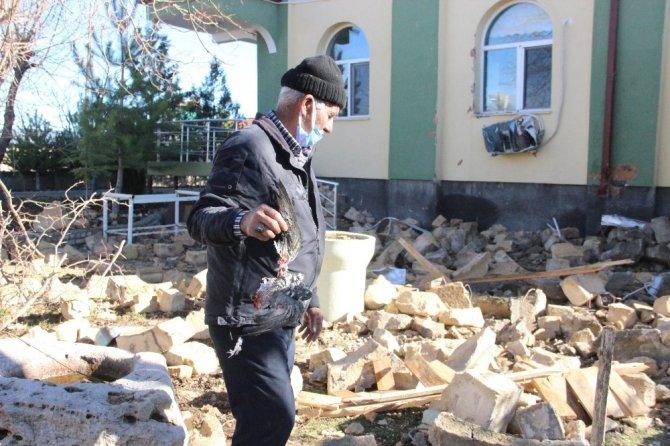 Karaman'da yıldırım düşen caminin minaresi yıkıldı