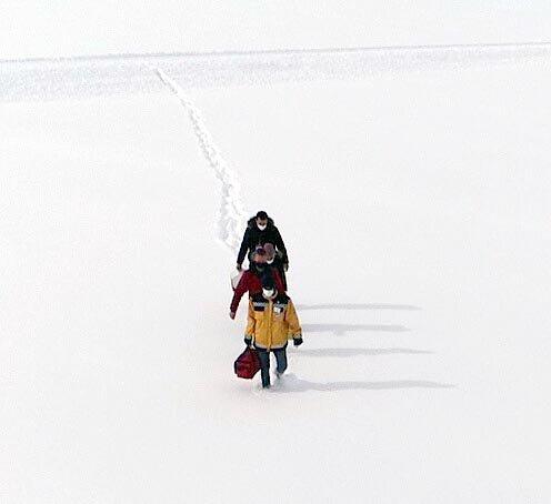 Kayseri'de sağlık çalışanlarının zorlu kış şartlarında aşı çalışması