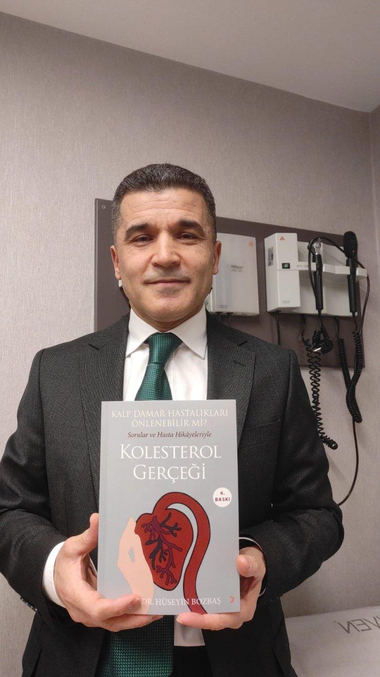 Kolesterol ilacını bırakan hastaların hikayelerini kitaplaştırdı