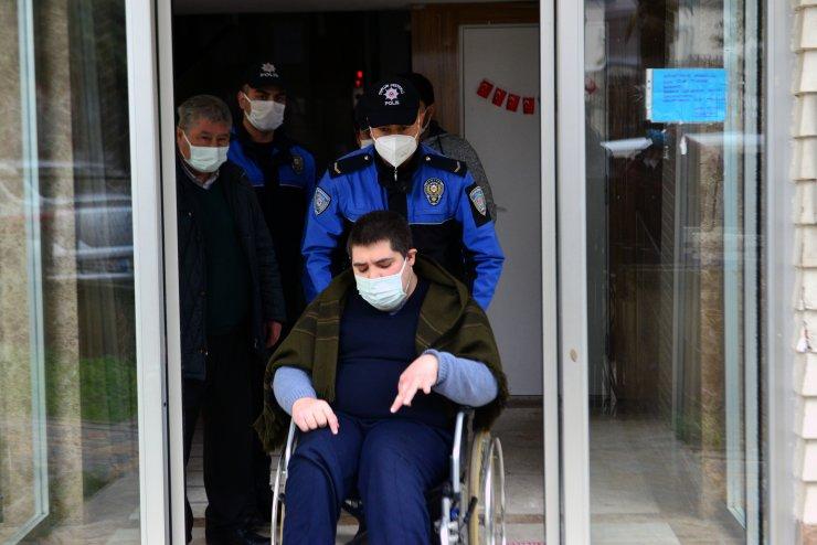 Polis, engelli gence şehir turu attırdı