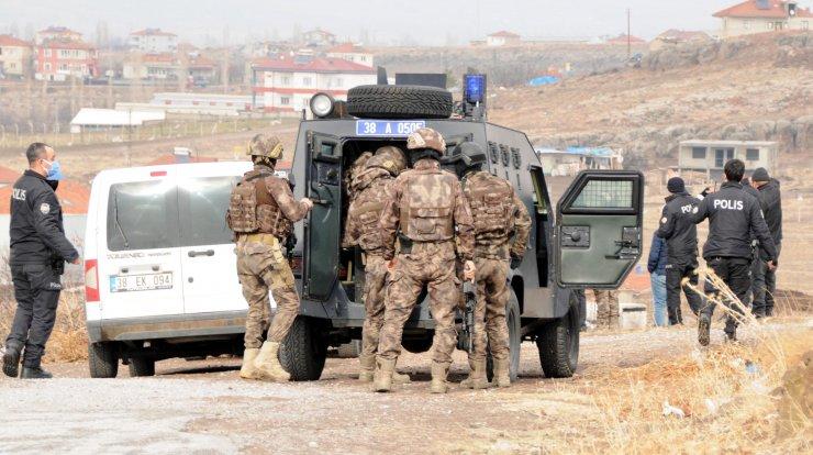 Pompalı tüfekle rastgele ateş açan genci, özel harekât polisleri etkisiz hale getirdi