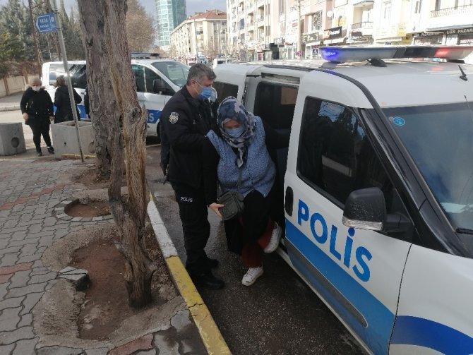 Yabancı uyruklu ailenin para kavgası polis merkezinde bitti