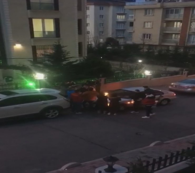 Bağcılar'da sokağa çıkma kısıtlamasında sokakta doğum günü partisi