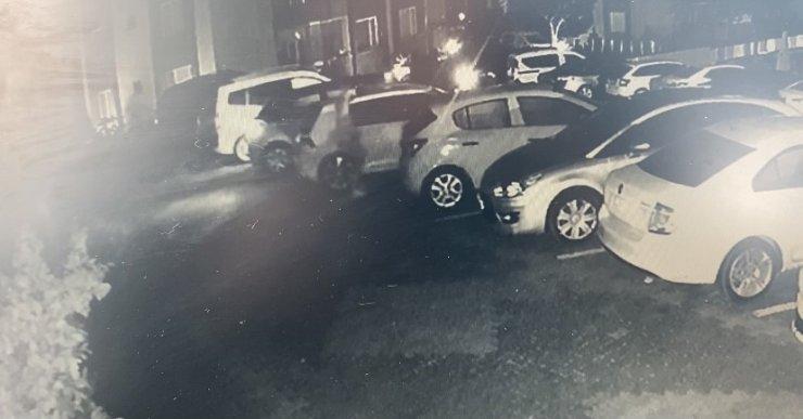 Hırsızlar iki otomobili böyle çaldı