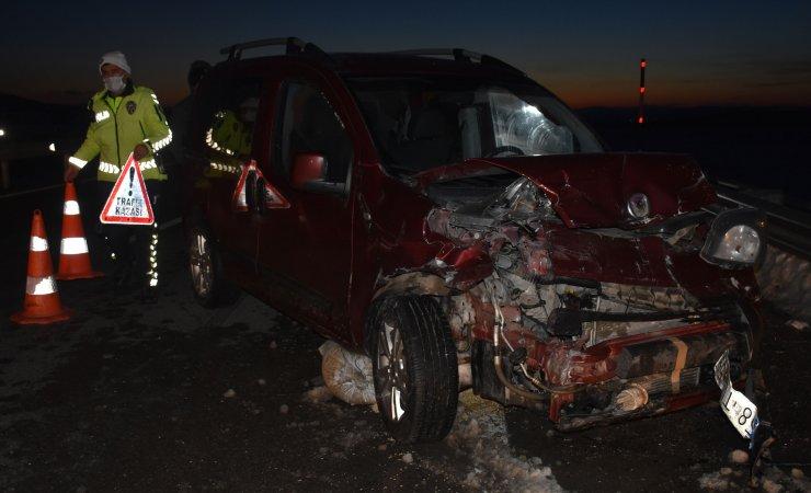 Köy muhtarlarının araçları çarpıştı: 1 yaralı