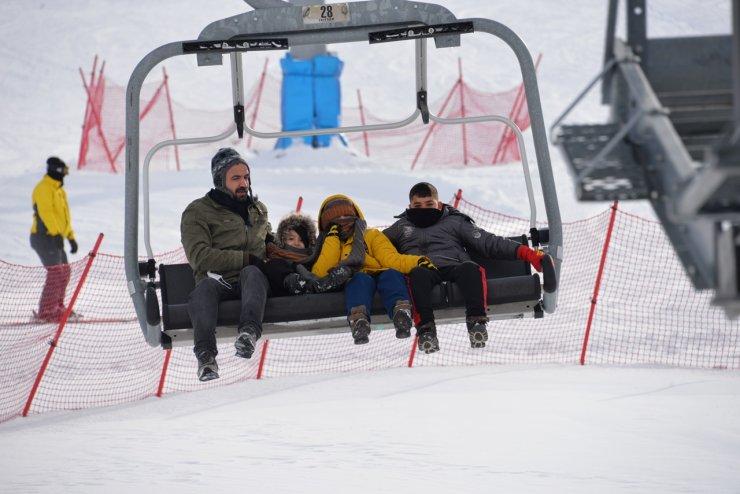 Bingöl'de karla kaplı Hesarek Kayak Merkezi'ne yoğun ilgi